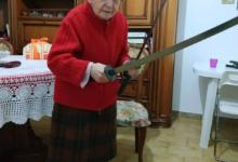 Photo of Бабушка отбилась от грабителя саблей